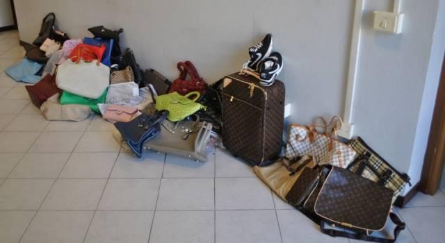 Controlli antiabusivismo. Sequestrate 30 borse contraffatte