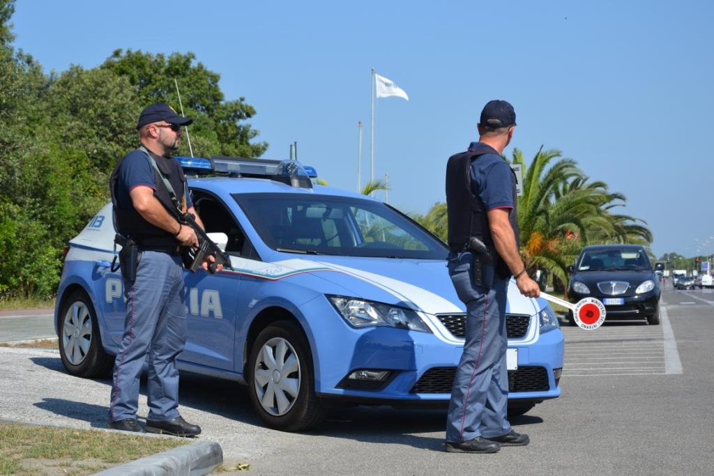 La polizia scopre 30 kg di hashish in un garage: in manette spacciatore in fuga verso il ponente ligure