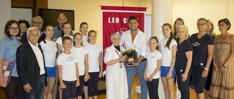 I Lions donano un defibrillatore alla società Motto