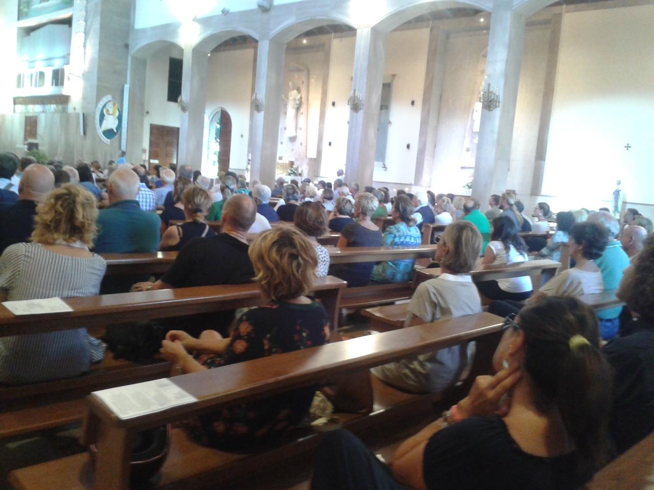 Tanta gente al funerale della professoressa Barontini