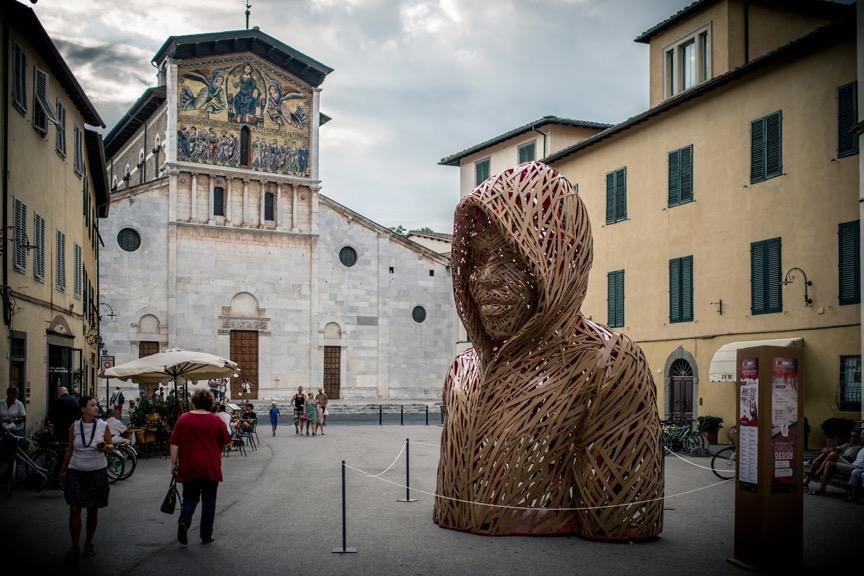 Il centro storico di Lucca come una galleria a cielo aperto