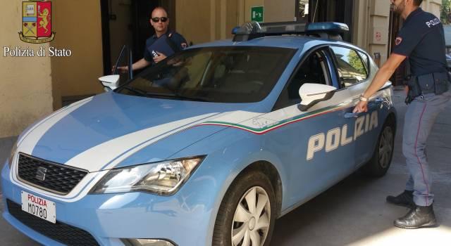 Furti e spaccio, controlli della polizia alla stazione di Torre del Lago