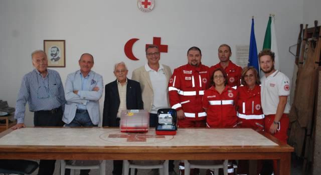 I Lions donano un defibrillatore alla Croce Rossa