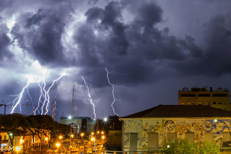 Pioggia e vento sulla versilia cronaca regione toscana for Eventi in toscana oggi