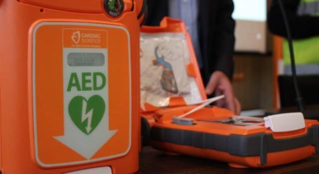 Un defibrillatore alla Gragnani, regalo del Mondo che Vorrei e delle Tartarughe Lente