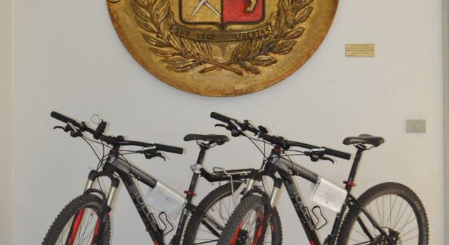 Ladro di biciclette arrestato dalla polizia