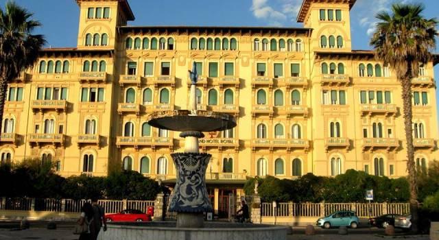 """Royal di Viareggio: il Grand Hotel simbolo della"""" """"Perla della Versilia"""" che fu"""