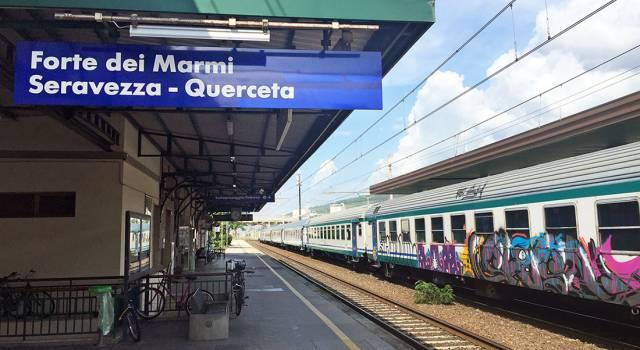 Rubano al buffet della Stazione di Forte dei Marmi, denunciati due minorenni di La Spezia