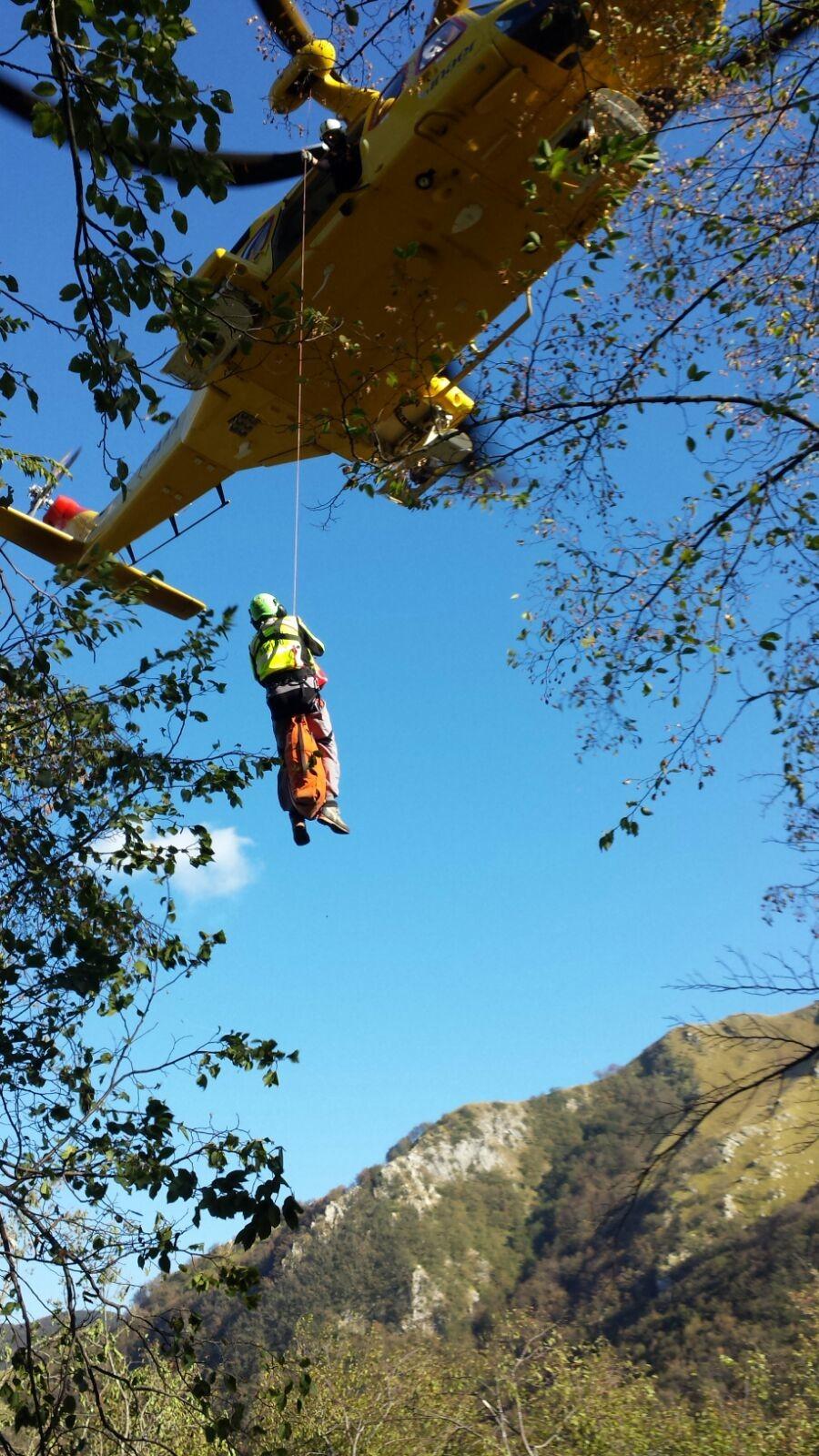 Sbatte contro la parete del monte mentre è in cordata: grave un escursionista 58enne