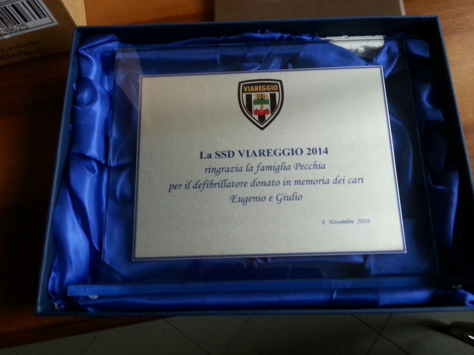 La famiglia Pecchia dona un defibrillatore al Viareggio