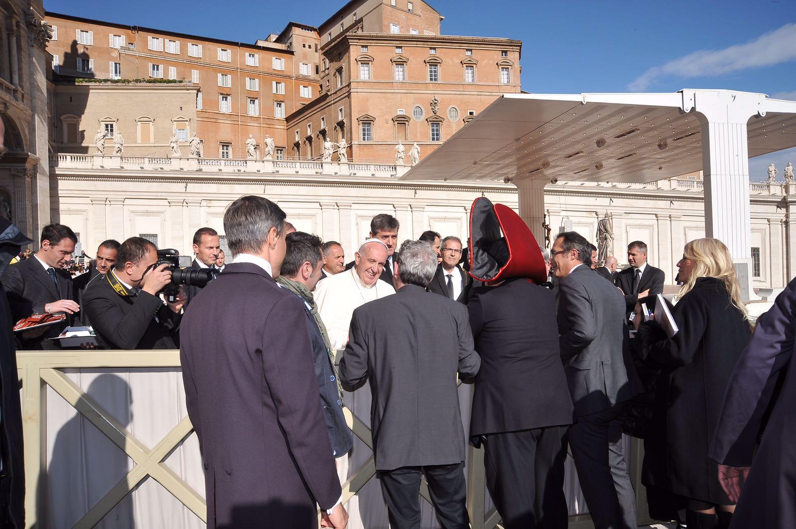 Il Papa riceve i carristi del Carnevale di Viareggio