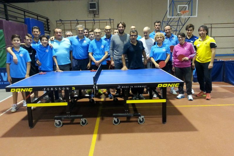 Tre nuovi tavoli da ping pong per l 39 associazione tennis tavolo forte dei marmi 2008 comune - Tavoli da falegname nuovi ...