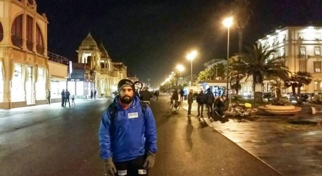 """2900 km a piedi per le Avis: Marco Cileo a Viareggio con la sua """"Gran camminata per la vita"""""""