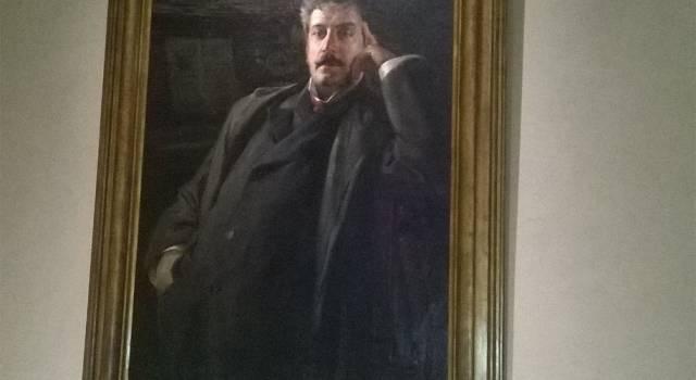 Il ritratto di Giacomo Puccini in esposizione alla Casa Natale