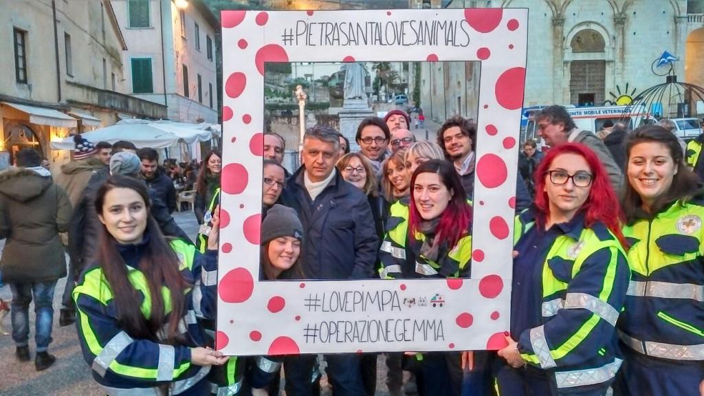 foto_sindaco_e_giunta_con_volontari_flash_mob_piazza_duomo-1024x576