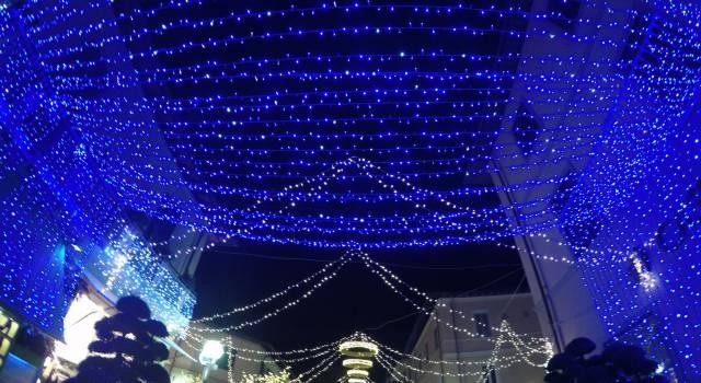 Si accendono le luci di Natale a Forte dei Marmi