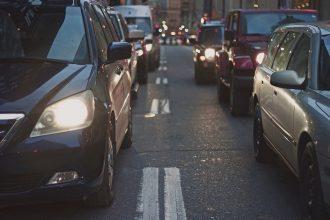 mobilità automobili coda strada viabilità
