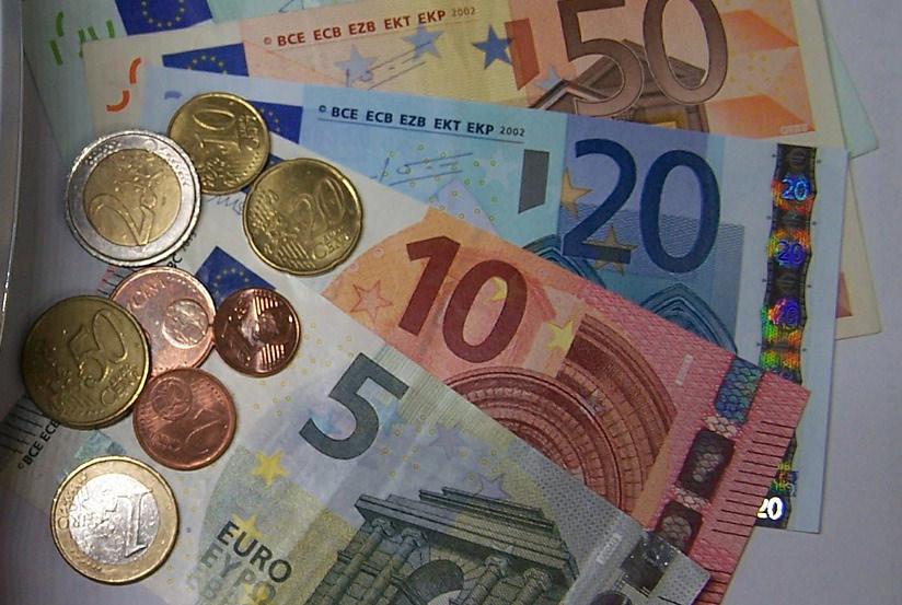 Istruzione, bando per accedere ai contributi destinati a famiglie con reddito Isee  tra 15.748,79 e 25.000 euro