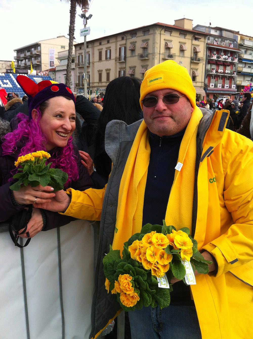 Carnevale di Viareggio, migliaia di fiori sul Martedì Grasso