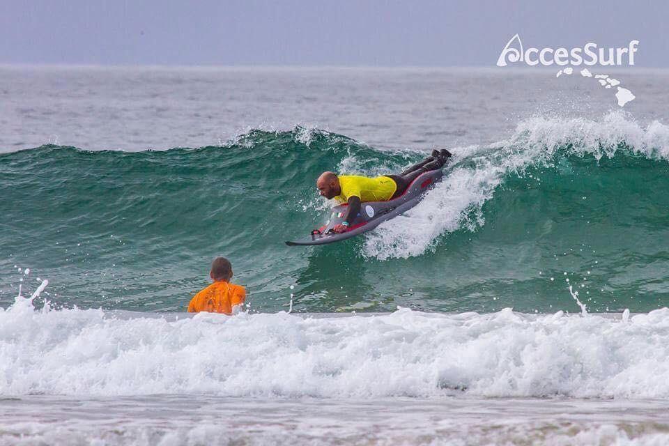 A scuola di adaptive surf al Bagno degli Americani di Tirrenia