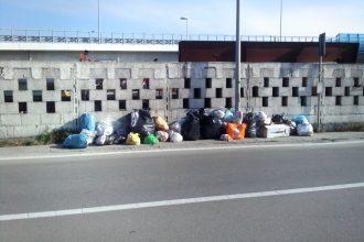rifiuti spazzatura via pisano viareggioSEA