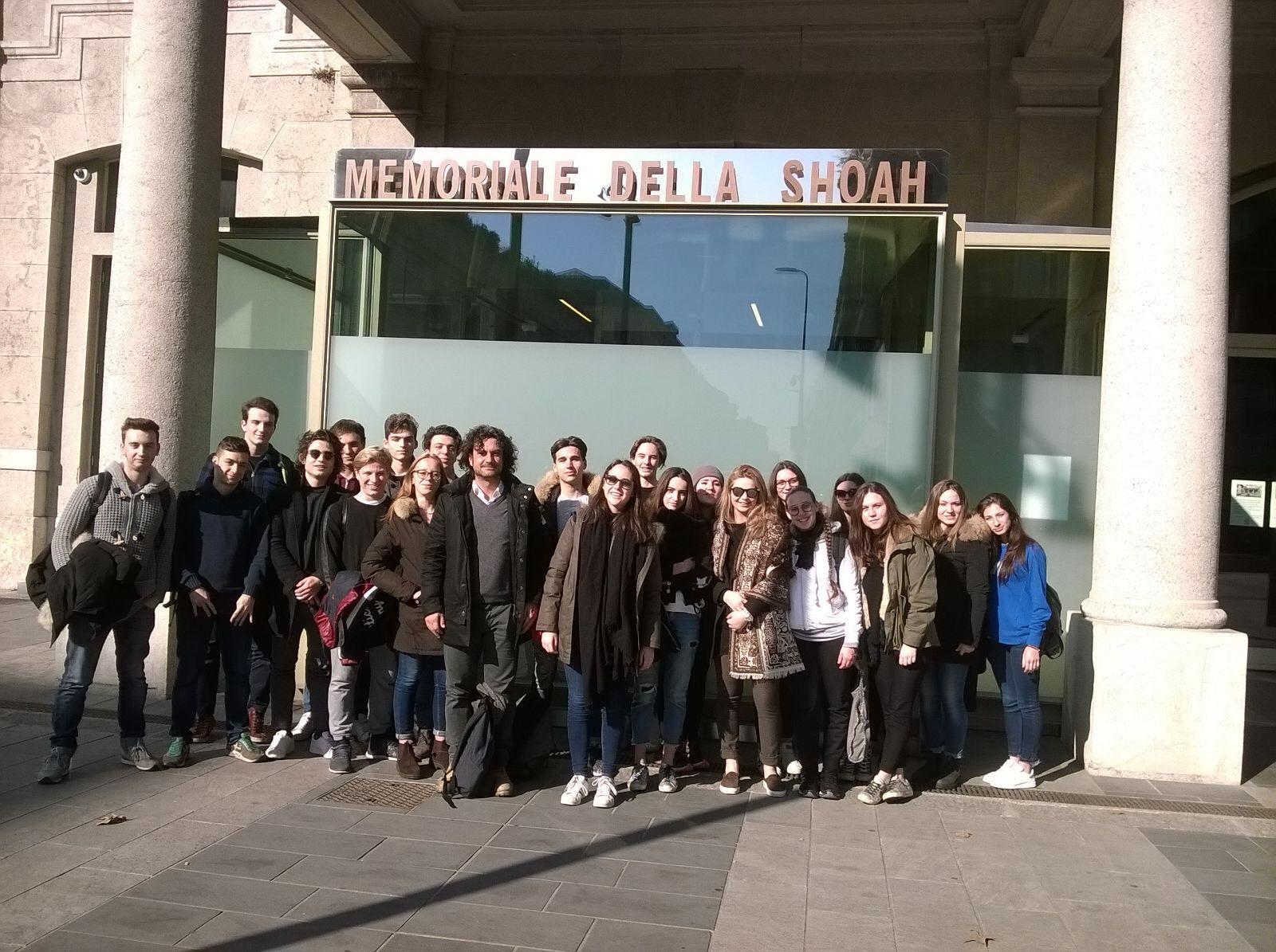 """Gli studenti del Liceo """"Michelangelo"""" in visita ai luoghi della memoria a Milano"""