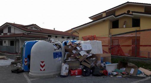 Via alla maxi operazione di pulizia, squadre di volontari in azione sul lungofiume Versilia