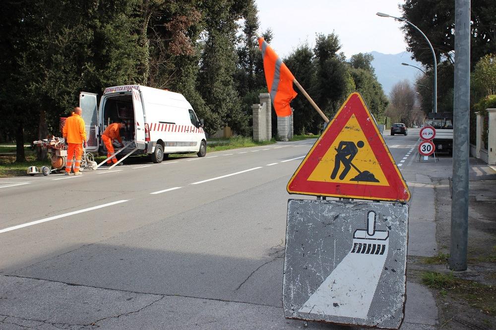 New look per la segnaletica a Pietrasanta