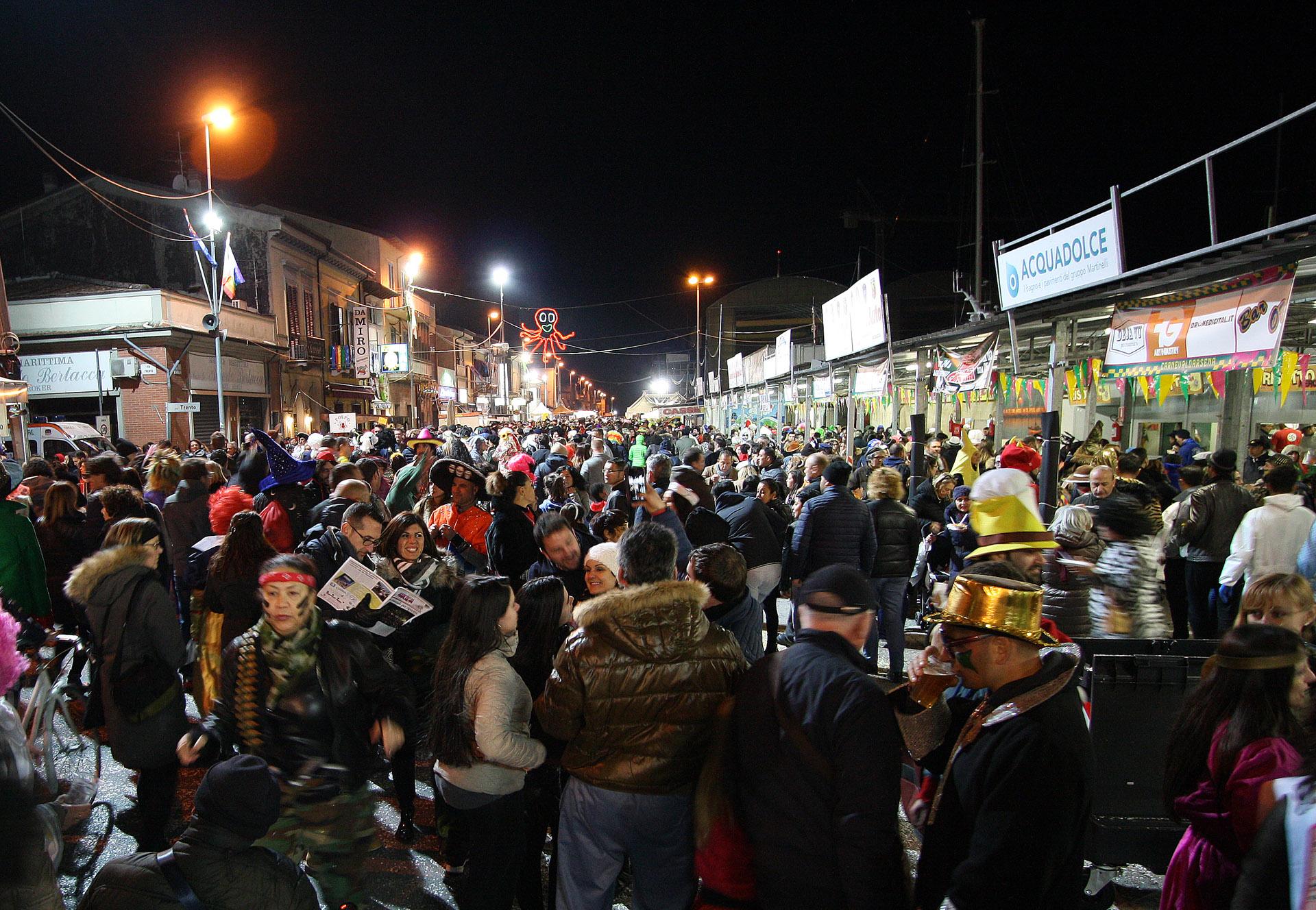 Il Carneval Darsena sponsorizzato dal Parco Commerciale Burlamacca