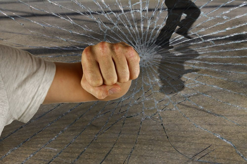furto scasso vetro rotto auto