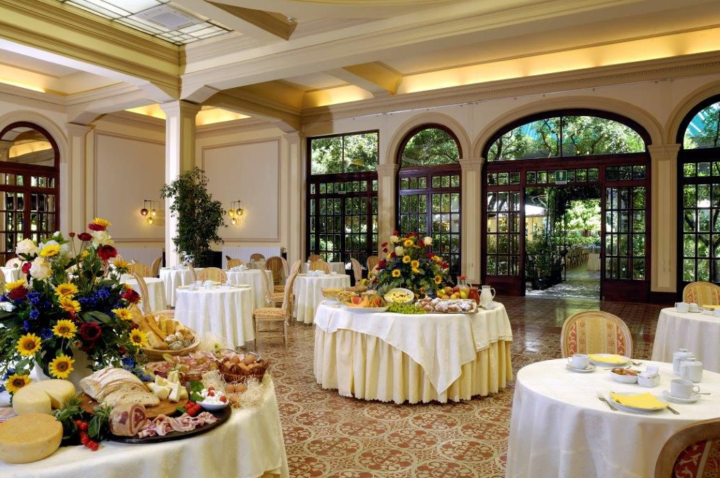 sala dei cristalli delle colazioni grna dghotel royal