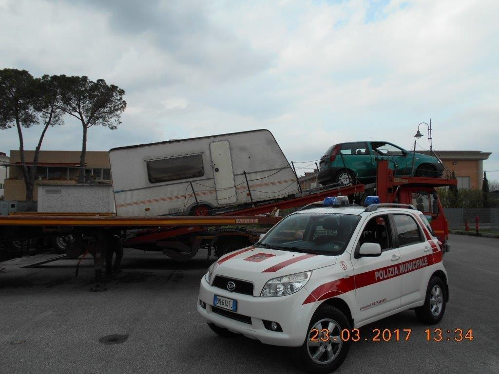 Auto abbandonate, al via il maxi intervento di rimozione
