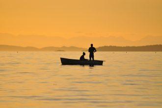 pesca turismo lago tramonto
