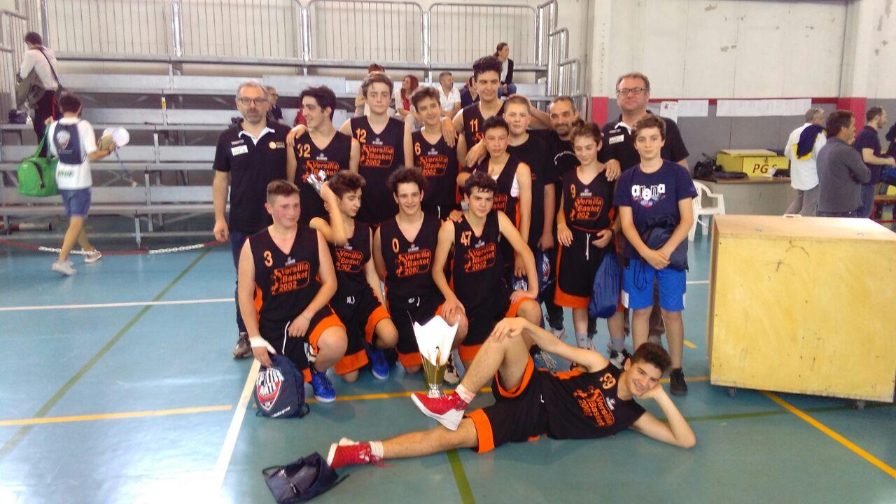 La squadra Under 15 del Versilia Basket vince il Quadrangolare di Canaletto La Spezia.