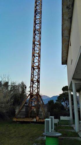 Rimosso traliccio Telecom in via Tonfano,  era abbandonato da anni