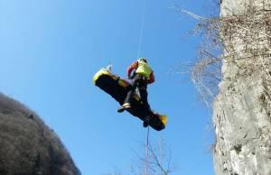 tragedia sulle alpi apuane soccorso alpino speleologico