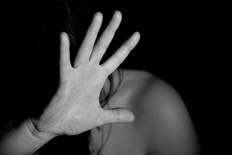 Stupra la ex, la minaccia e la perseguita: in carcere un 47enne