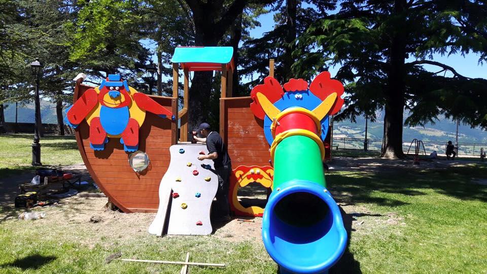Pietrasanta dona un parco giochi e 10mila euro ai terremotati di Camerino