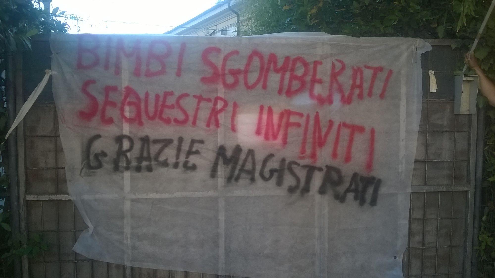 Banner Tour per le vie di Viareggio della Brigata sociale Antisfratto e Unione Inquilini
