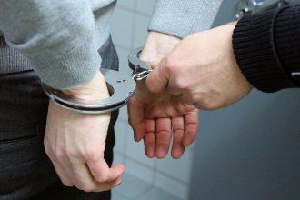 arresto arresti manette forze dell'ordine