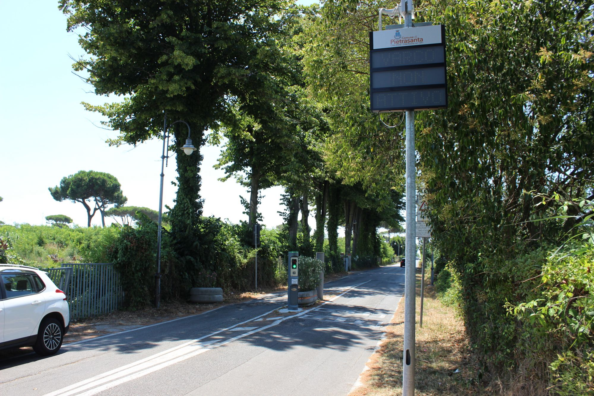 Varchi elettronici anti-camion lungo il viale Apua e Strettoia
