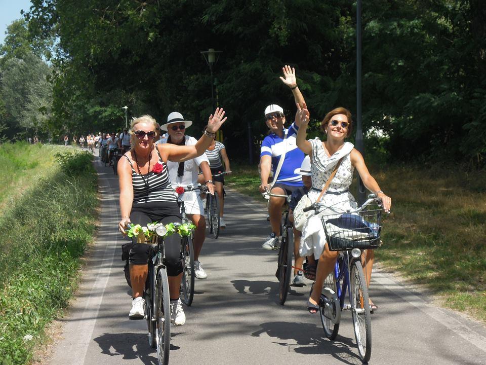 """Successo per """"la Salmastrosa"""" da Lucca a Viareggio in bicicletta"""