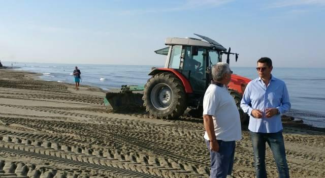 Turismo, rientra l'emergenza lavarone sulle spiagge