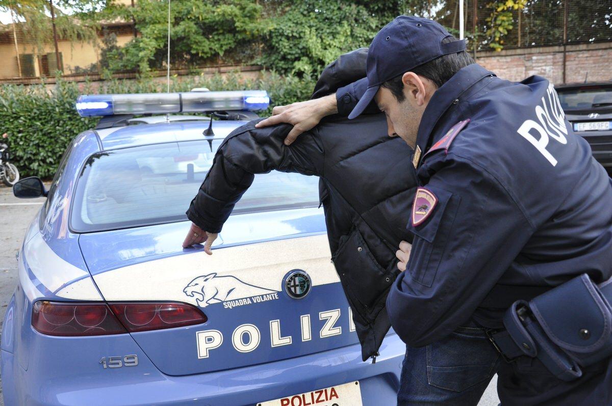 Commissariato di viareggio arresto