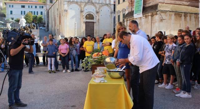 """""""Mezzogiorno in Famiglia"""" in Piazza Duomo, giochi, cultura e cartoline"""