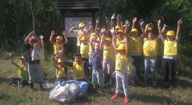 Puliamo il mondo 2017, piccoli volontari in azione alla Versiliana