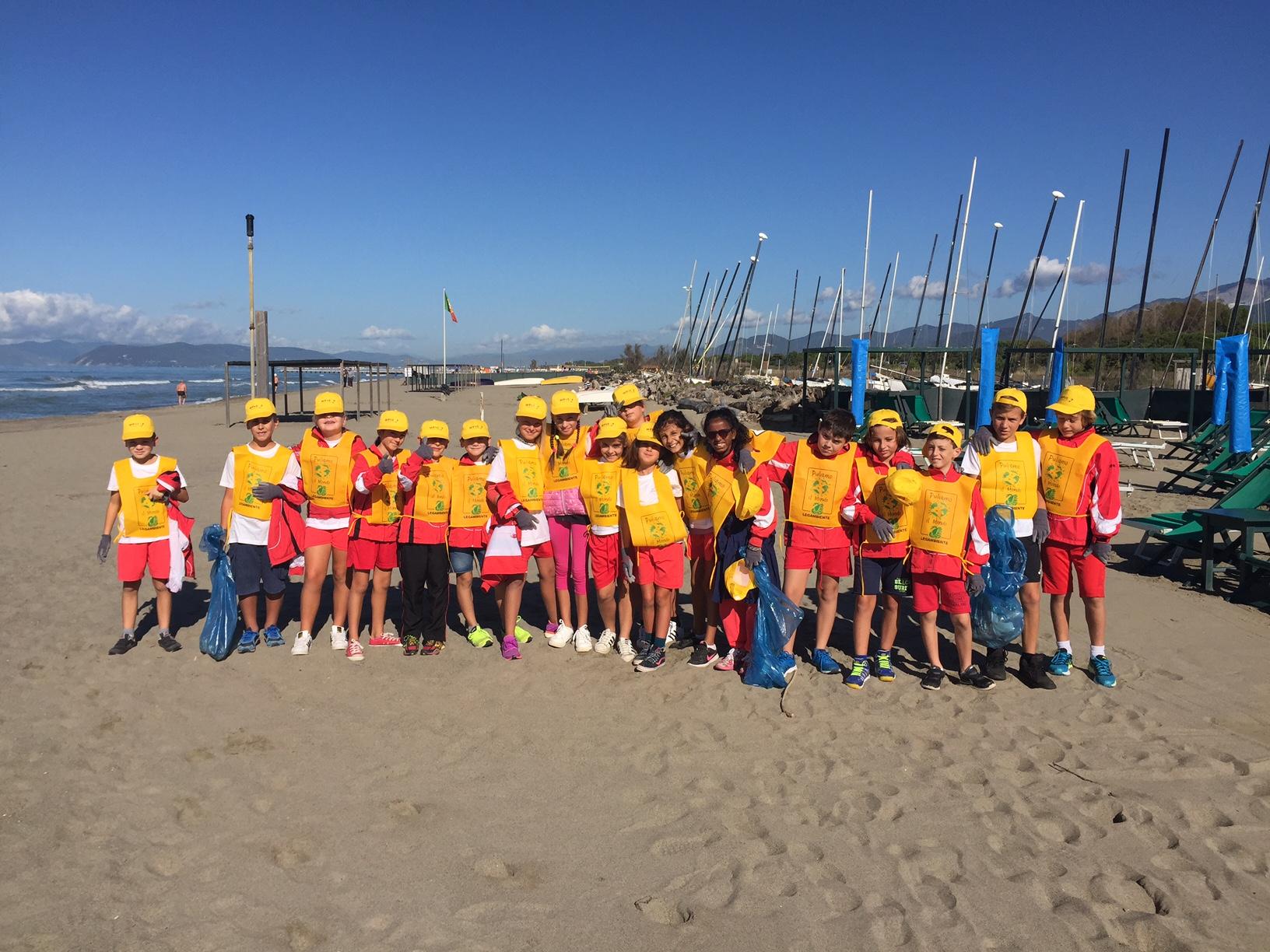 Oltre trecento  bambini puliscono la spiaggia, attività fisica e salute con il progetto Move Up