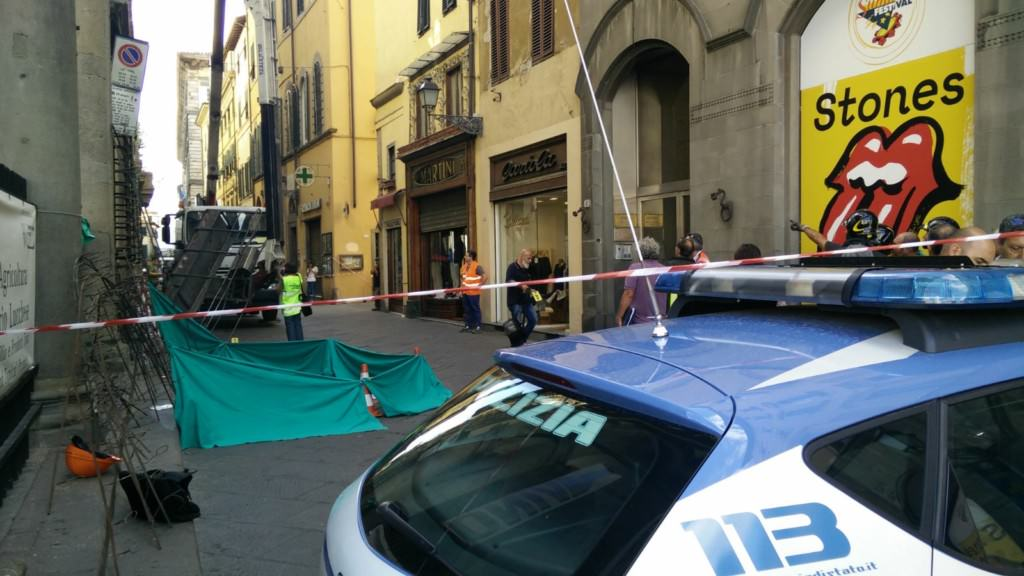 Morti due operai a Lucca mentre preparano la festa di Santa Croce