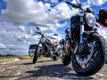 Si schiantano con la moto in autostrada: gravi