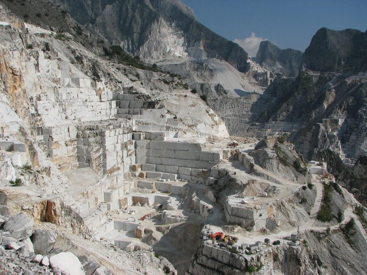 Chiuse temporaneamente sei cave con estrazioni di marmo abusive sulle Alpi Apuane